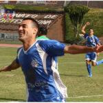 Sesma celebrando un gol